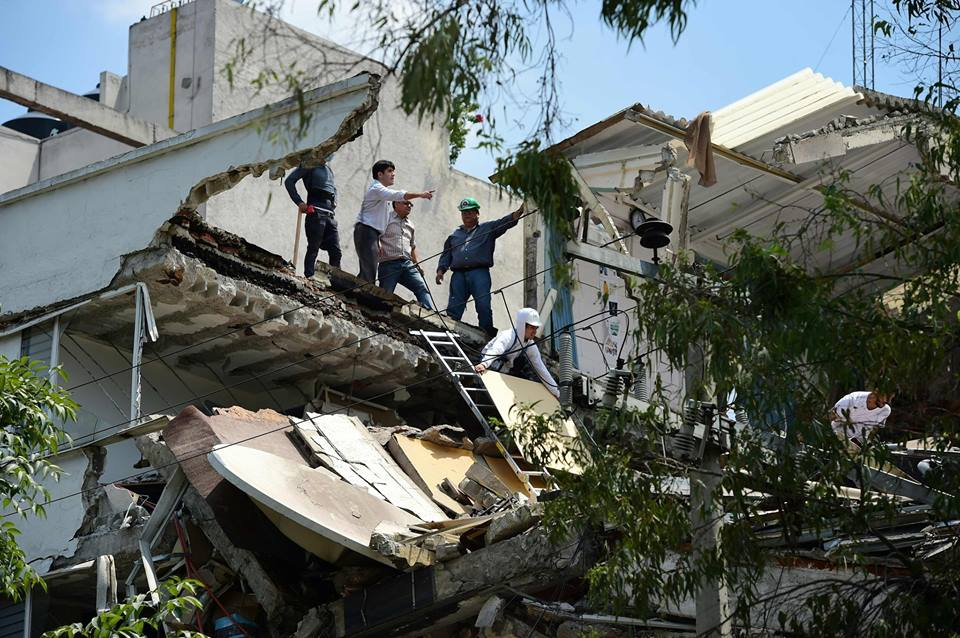 [3/8] Magnitute 7.1 earthquake hits Mexico City